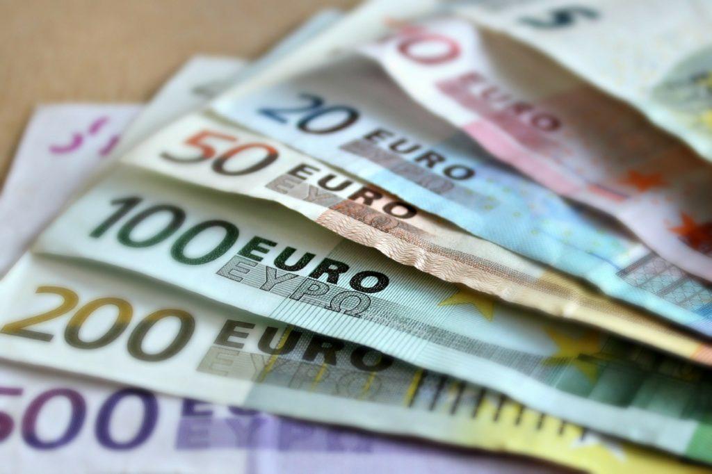貯まる財布の使い方_お札の向きを揃える